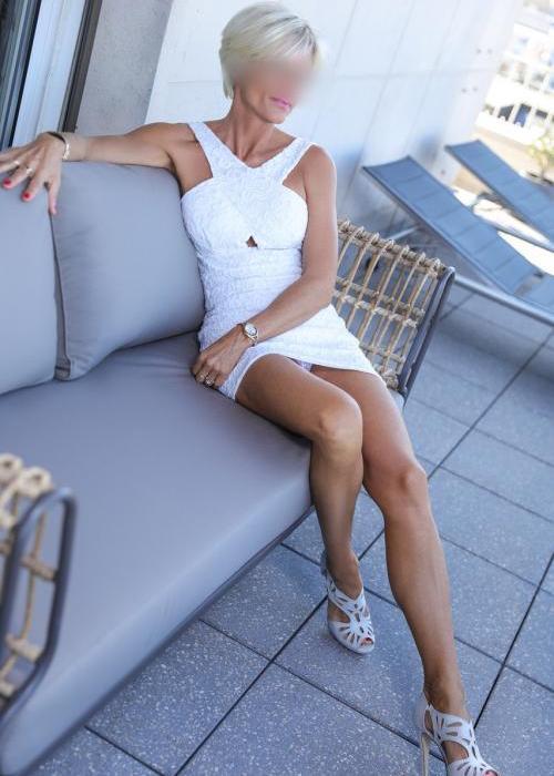 Candie | Agence escort Genève Dreams High escort agency, escort geneve, escorte mature