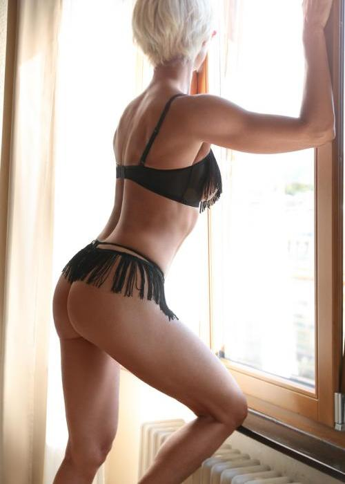 Candie | Agence escort Genève Dreams High escort agency, escort geneve, milf escorte