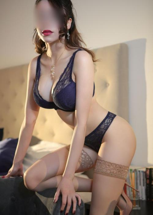 marion-dubai-girl-escort-geneve-lausanne-agence-boobs