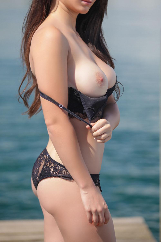 bubblebutt escort girl agency paris