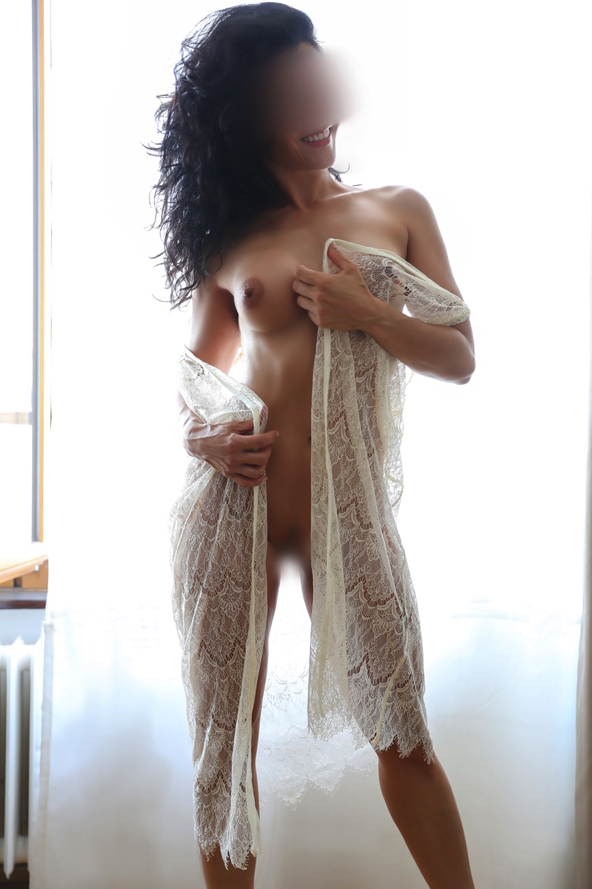 eva-escort-girl-mature-milf-madrid-dubai-escort-agency.jpg