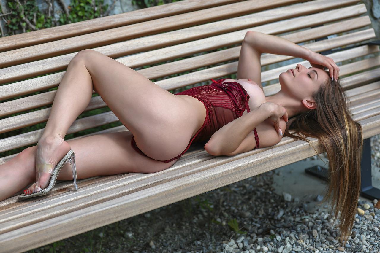 mia-escorte-girl-vip-zurich-agency-lugano-geneve-agence-geneva-lausanne-suisse.jpg