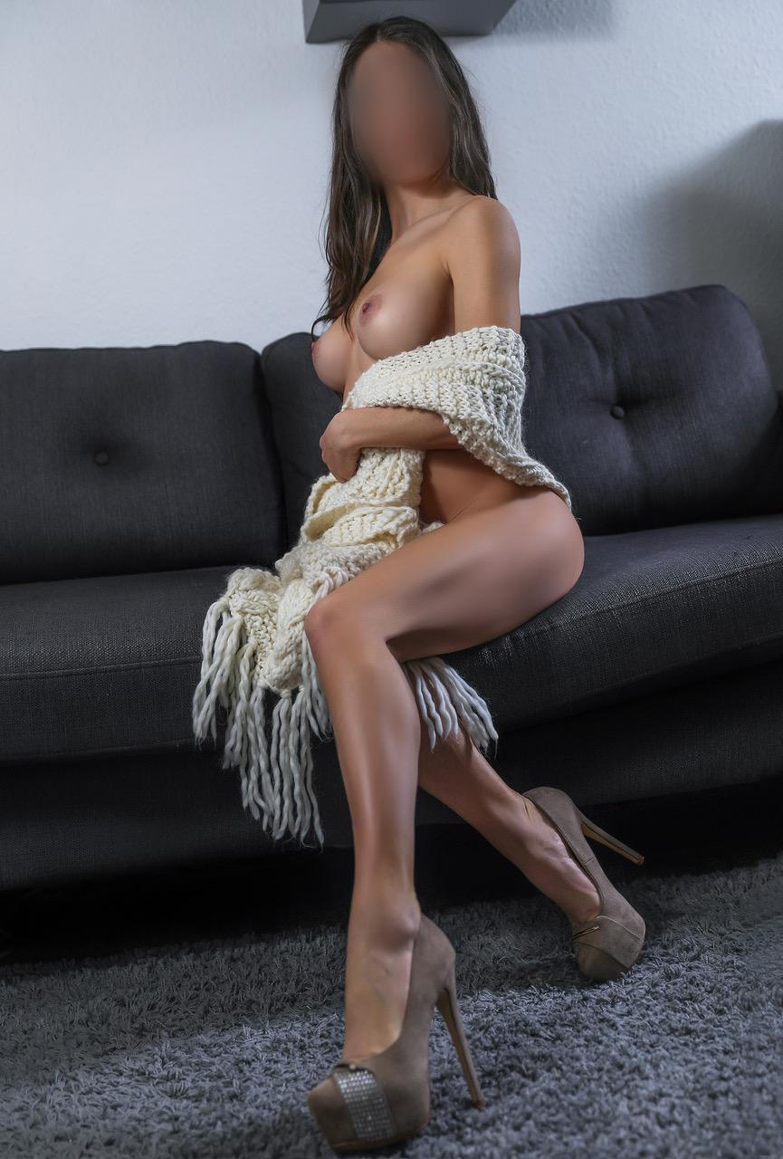 roxanne-best-escorte-girl-geneva-nyon-agency-swiss-escort-geneve-suisse.jpg
