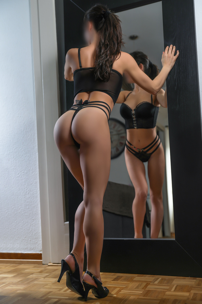 roxanne-milano-escort-girl-montreux-agence-luxe-escort-geneve-suisse.jpg