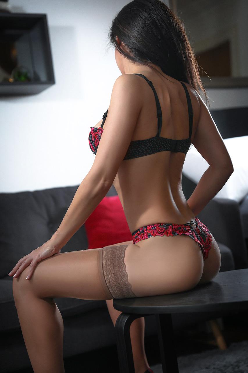susan-mature-escorte-girl-escort-geneve-agence-suisse.jpg